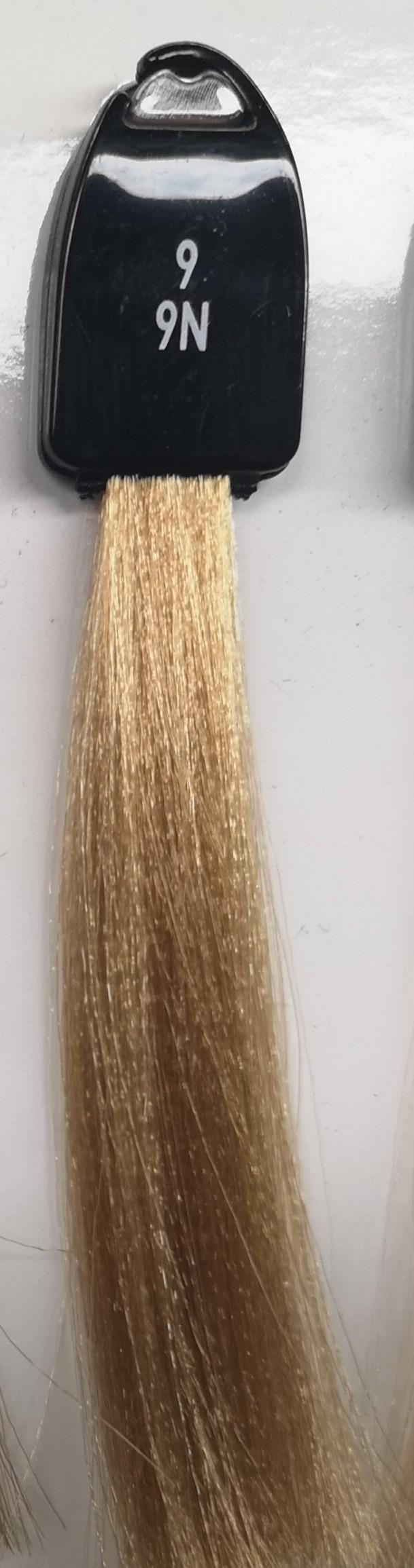 9 labai šviesi blondinė