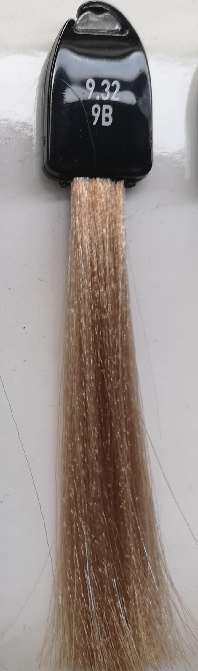 9.32 labai šviesi smėlinė blondinė